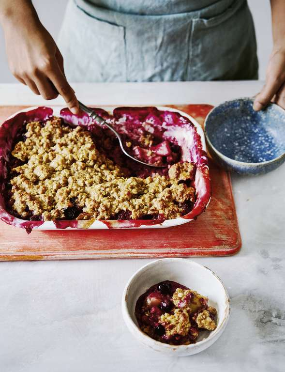 Vegan Apple Berry Crumble