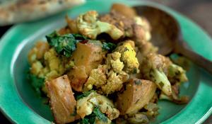 Cauliflower with Potatoes (aloo gobi) (Gurbax Kaur, Bradford)