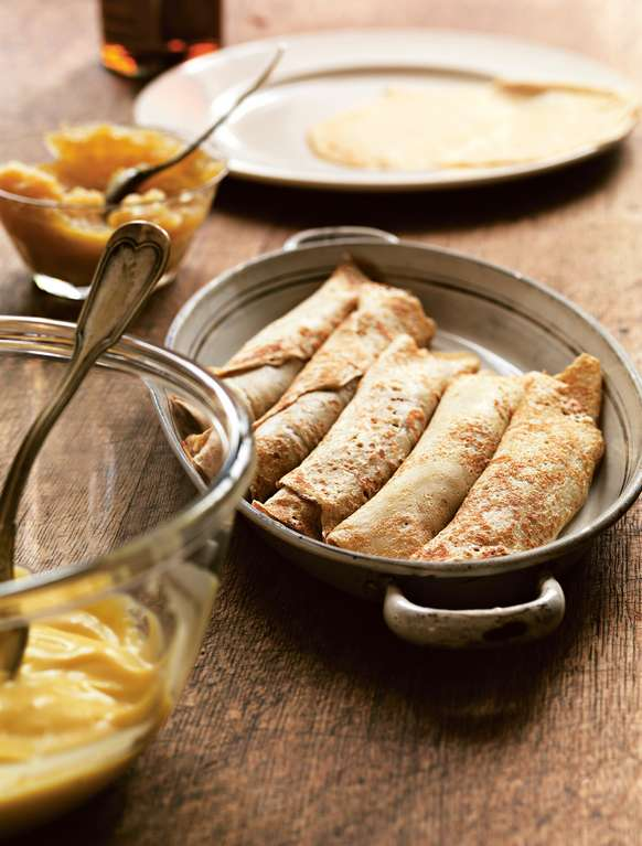 Pancakes Filled with Custard (Frisuelos con Crema Pastelera)