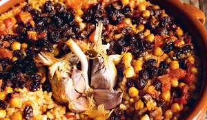 Baked Rice with Currants and Chickpeas (arroz al horno con pasas y garbanzos)