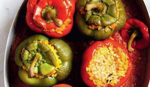 Peppers Stuffed with Rice in a Tomato Sauce (pimientos rellenos de arroz con salsa de tomates)