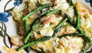 Scrambled Eggs with Asparagus and Prawns (revuelto de espárragos con gambas)