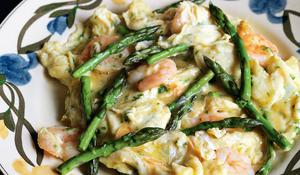 Scrambled Eggs with Asparagus and Prawns (revuelto de espárragos con gambas)