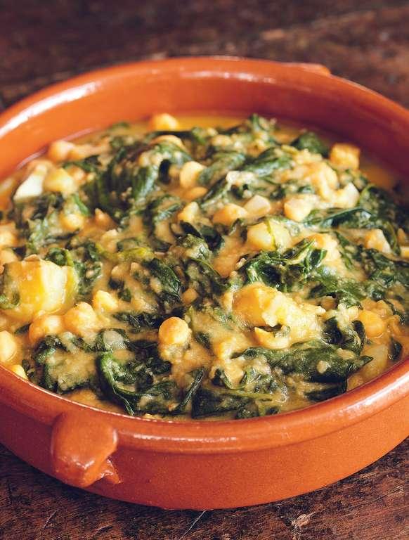 Spinach and Chickpea Soup (potaje de garbanzos y espinacas)