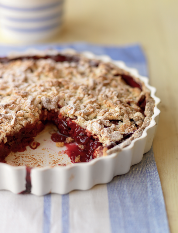 warm cherry crumble pie the happy foodie