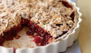 Warm Cherry Crumble Pie