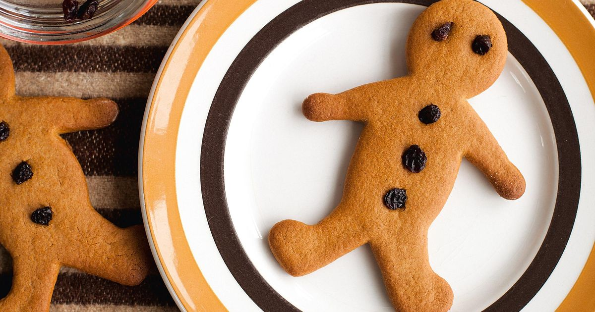 This is a graphic of Handy Gingerbread Men Image