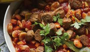 One-Pot Tuscan Vegan Sausage and Bean Stew |Veganuary 2021