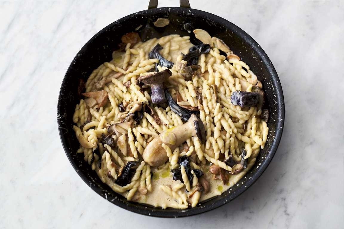 Jamie Oliver's 5-ingredient Garlic Mushroom Pasta