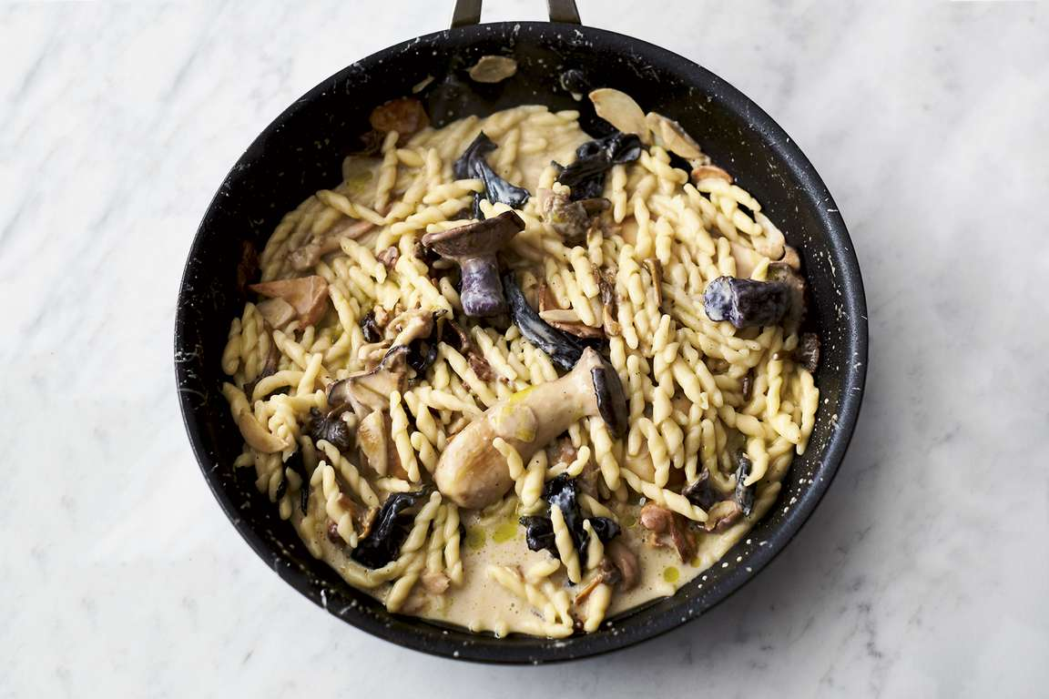Jamie Oliver's 5-ingredient Garlic Mushroom Pasta