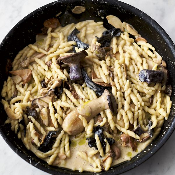Jamie Oliver S 5 Ingredient Garlic Mushroom Pasta Recipe Quick Easy