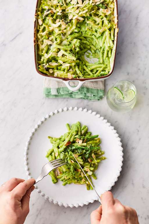 Jamie Oliver's Greens Mac'n'Cheese with Leek, Broccoli, Spinach and Toasted Almond Topping
