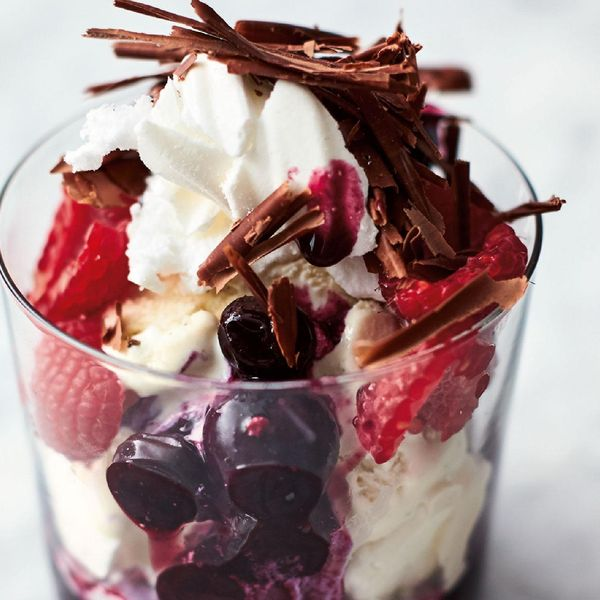 Jamie Oliver S Berry Meringue Ripple Channel 4 Quick Easy Food