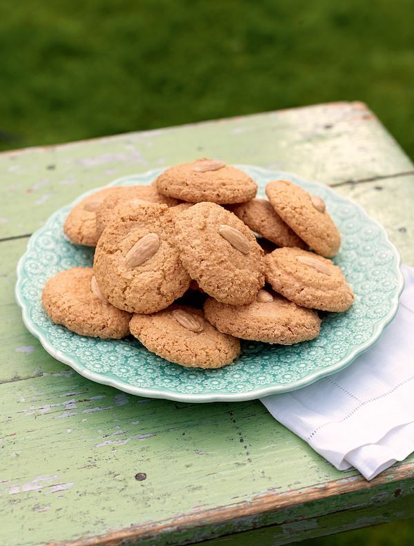easiest ever biscuit recipes almond macaroons great british bake off linda collister