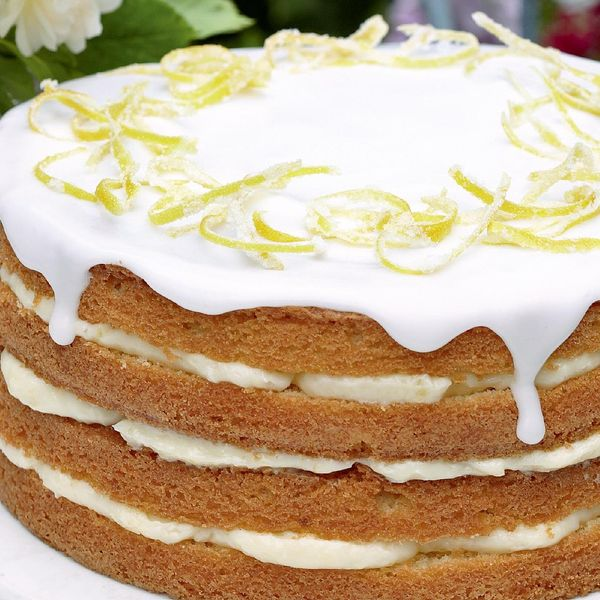 Whole Lemon Cake With Lemon Cheesecake Icing The Happy