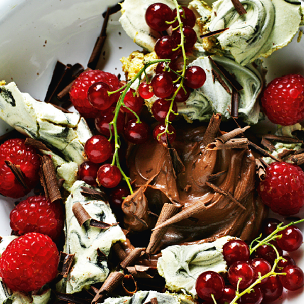 smashed liquorice meringues with berries chocolate cream the