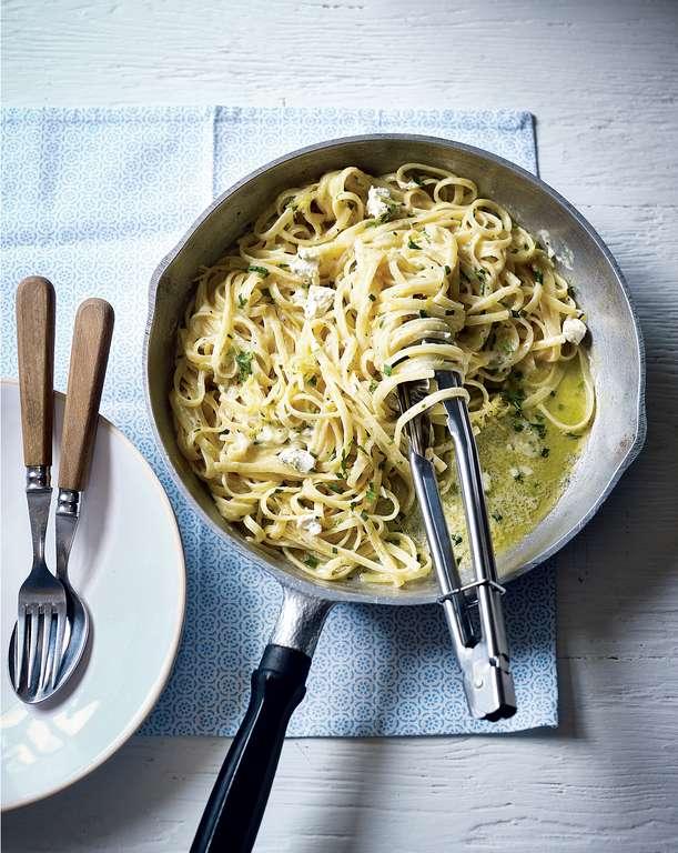 One Pan Lemon Garlic Pasta