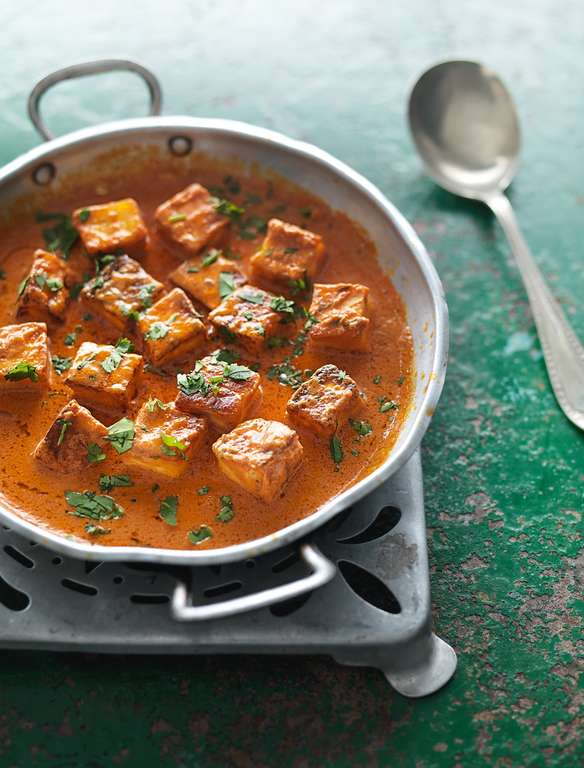 Fresh Indian Cheese in a Butter-tomato Sauce (Paneer Makhani)