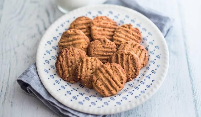 Three Ingredient Peanut Butter Cookies Easy Biscuit Recipe