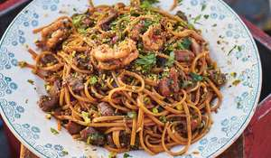 Jamie Oliver Prawn & Tuna Linguine Pasta | Jamie Cooks Italy C4
