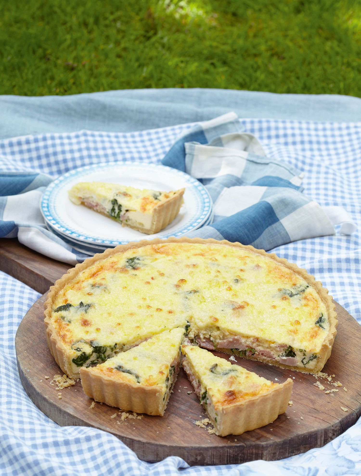 Spinach, Gruyère and ham quiche - The Happy Foodie