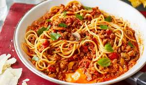 Chris Bavin Sausage Ragu | Quick Family Pasta Recipe