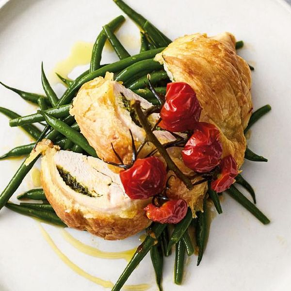 Jamie Oliver S Quick Amp Easy Flaky Pastry Pesto Chicken Recipe Channel 4