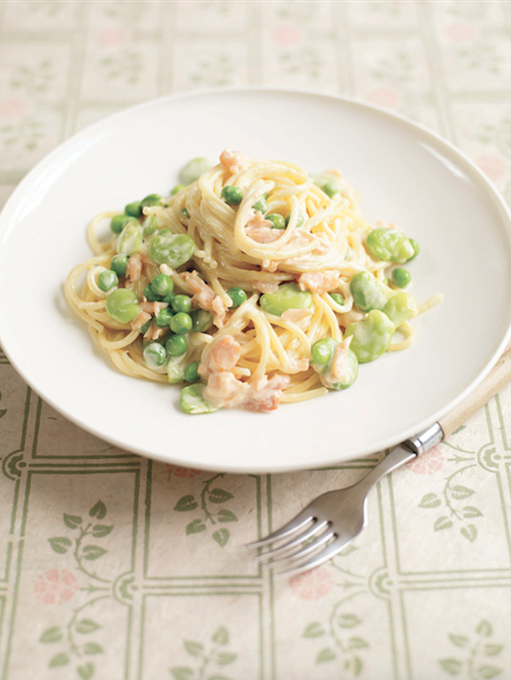 Creamy Smoked Salmon and Pea Spaghetti