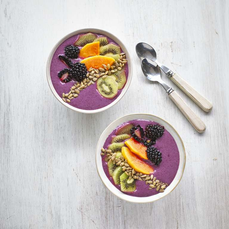 Blackberry smoothie with kiwi & papaya