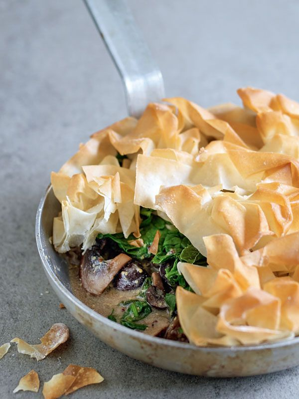 one pot vegan dinners mushroom and spinach pie in one pan veganeasy denise smart