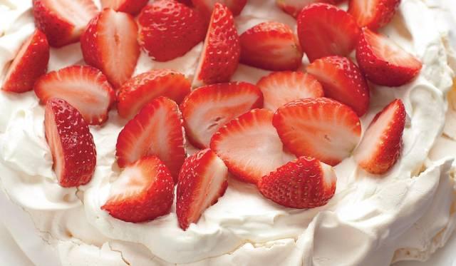 Mary Berry S Strawberry Pavlova Recipe Summer Dessert Recipes