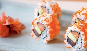 Kaisen Ura Futomaki (Tuna, salmon and avocado with tobiko giant inside-out roll)