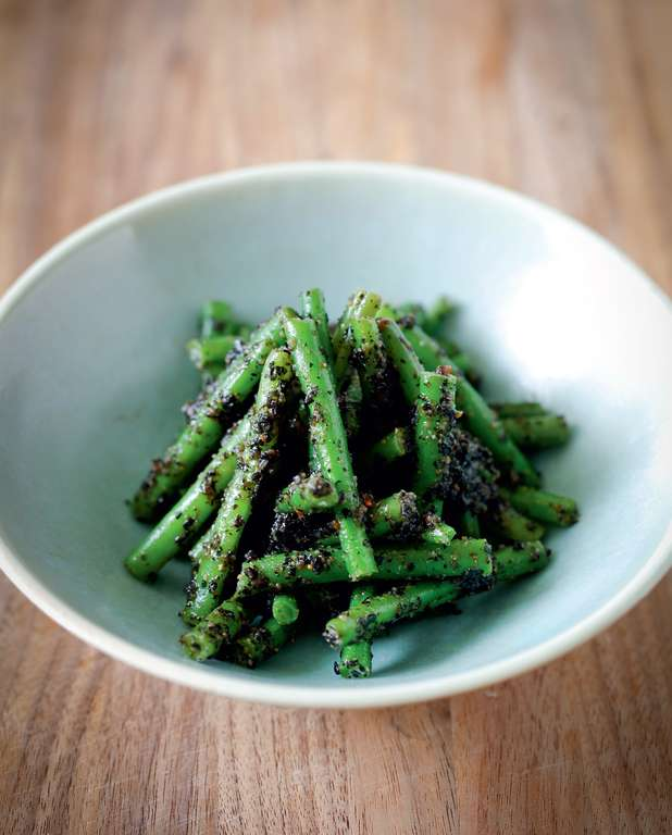 Kuro Goma-ae (Green beans with black sesame sauce)