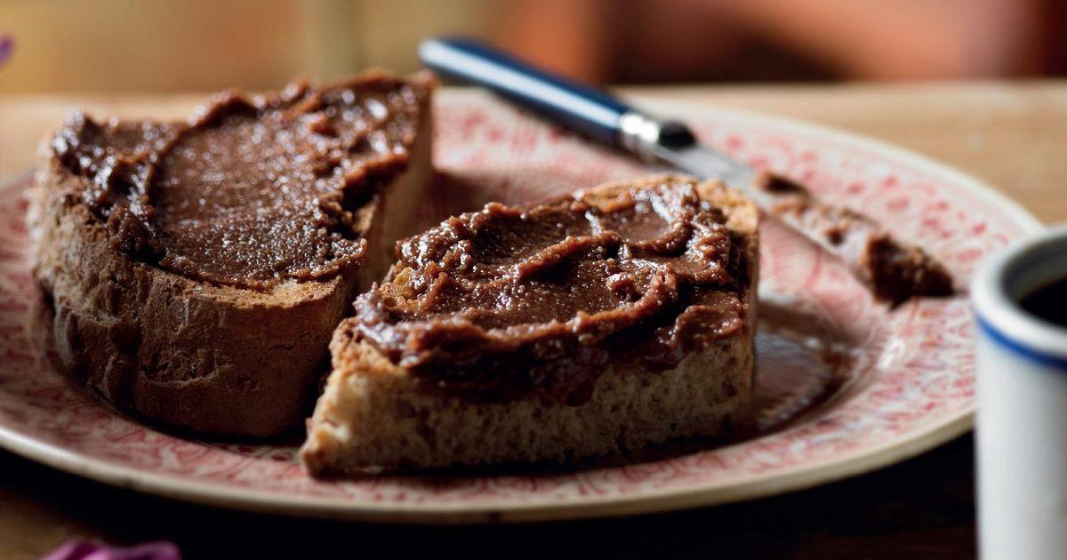 Small Chocolate Cake Recipe Jamie Oliver: Chocolate And Hazelnut Spread