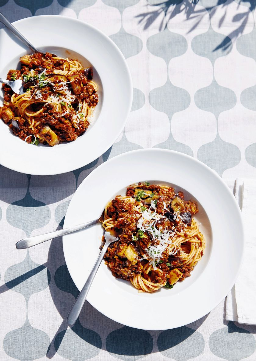 Easy Store Cupboard Pasta Recipes | Jessie Ware Lentil Bolognese