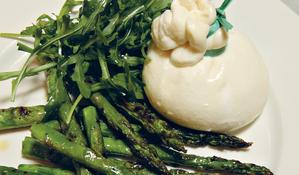 Burrata with Warm Roasted Asparagus and Wild Rocket (burrata Con asparagi arrosto e rucola)
