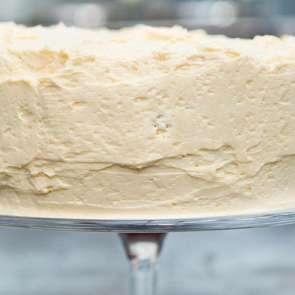Strange Nigella Lawsons Vanilla Cake With Ermine Icing Personalised Birthday Cards Veneteletsinfo