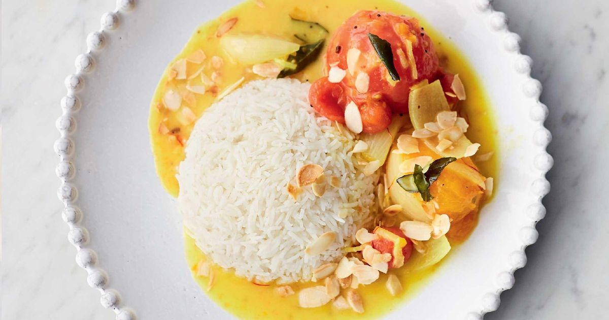 Jamie Olivers Amazing Tomato Curry With Fragrant Spices Saffron And Coconut Sauce Toasted Almonds
