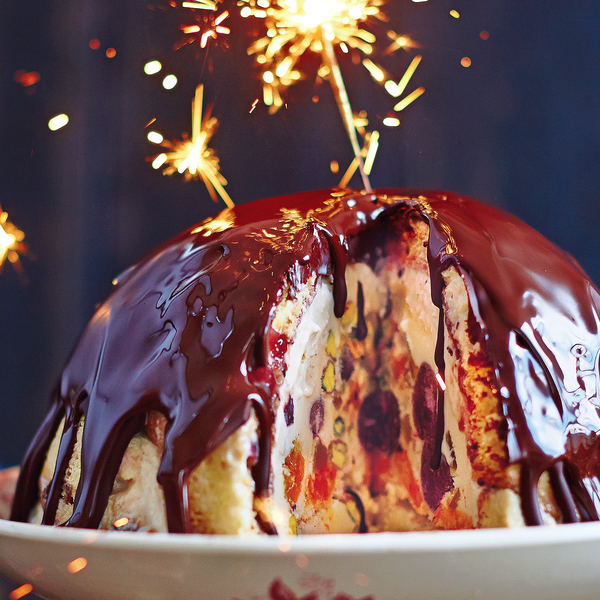 Jamie olivers winter bombe jamie olivers winter bombe is an easy make ahead alternative to traditional christmas pudding featuring festive flavours of panettone and a chocolate ccuart Gallery
