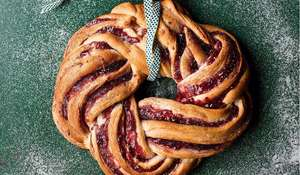 Cinnamon & Raspberry Whirl Christmas Wreath Recipe | GBBO