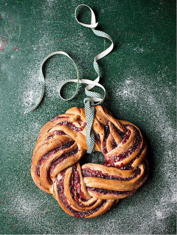 jam cake recipes cinnamon and raspberry whirl wreath The Great British Bake Off: Christmas