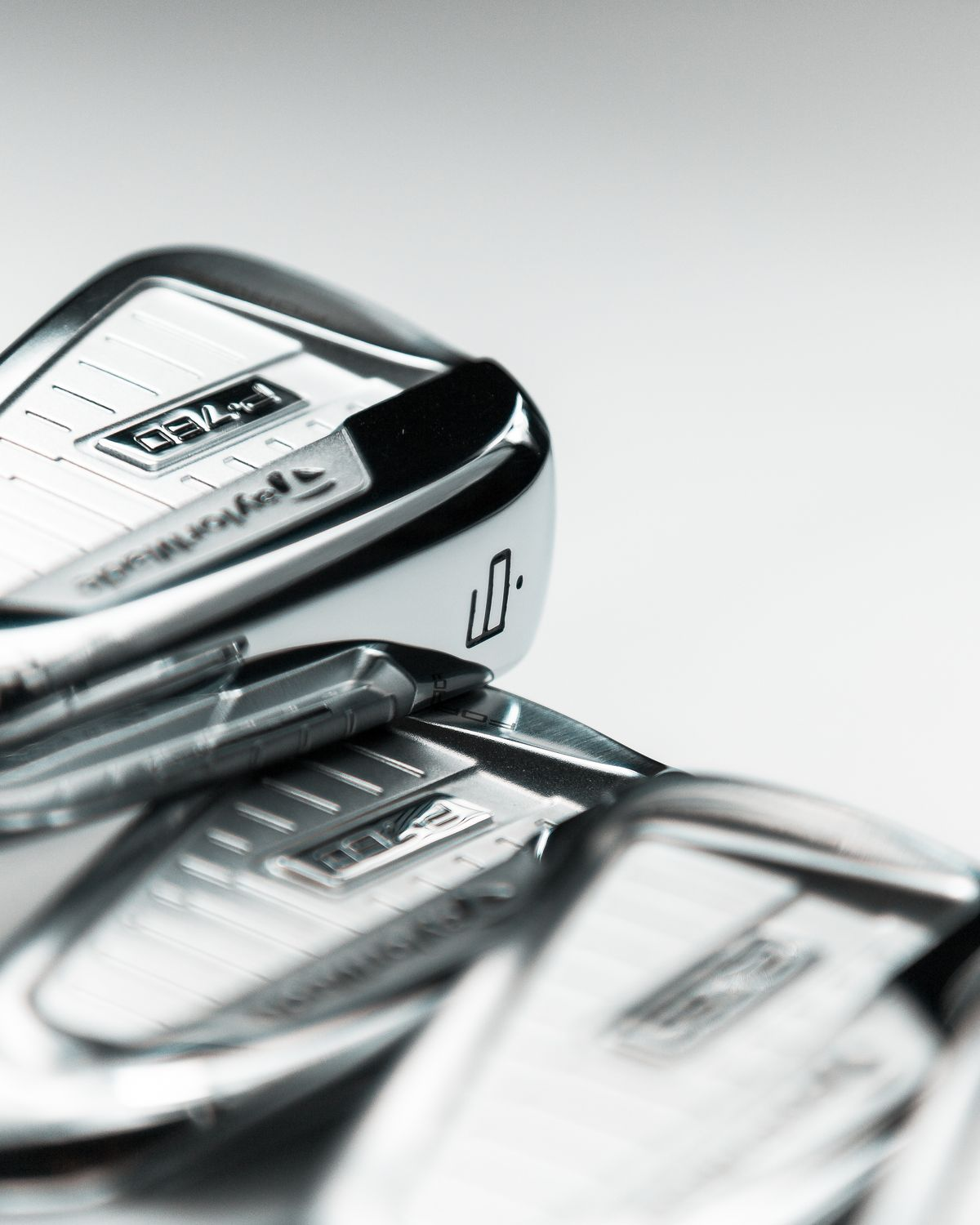 New Set of Irons for Haotong Li