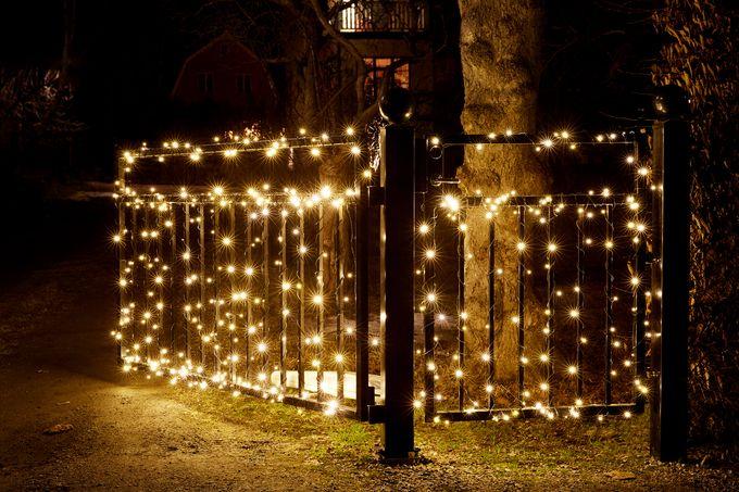 Glänsa-valoköynnöksen lämpimänvalkoiset led-valot sopivat ulkokäyttöön.