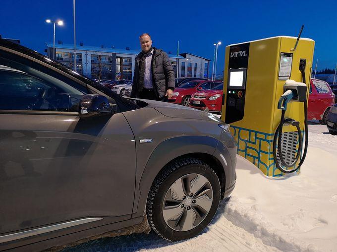 Paljon sähköautolla liikkuvan kannattaa hankkia ainakin Virta, K-lataus, PlugIt ja Fortum Charge&Drive -tagit.