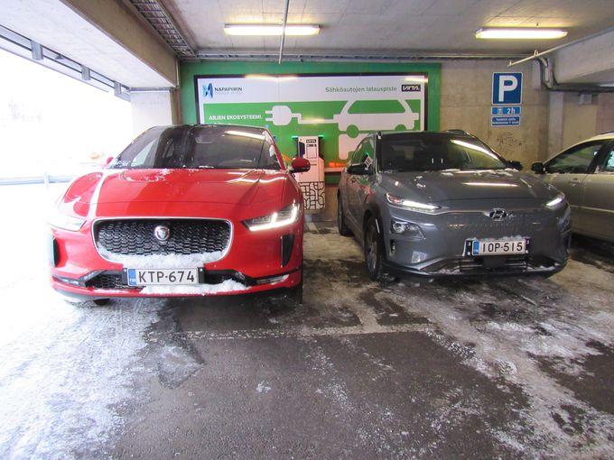 Olimme reissussa kahdella erilaisella sähköautolla, Hyundai Kona Electricillä ja Jaguar I-Pacella.