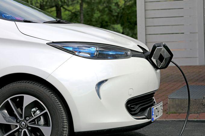 Kotona lataaminen on sähköautoilun mukavuutta.