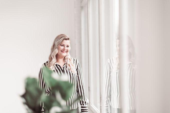 Valaistussuunnittelija Heli Mäkirannan pitää syksylläkin virkeänä ihanat asiakkaat sekä mielenkiintoiset suunnitteluprojektit ja messutapahtumat kuten Habitare ja Helsinki Design Week. Juhlakautta viettävässä Vain Elämää -ohjelmassa on hänen suunnittelemiaan valaisimia myös esillä.