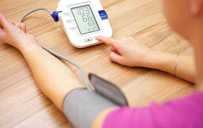 Mittaa verenpaine aina suunnilleen samaan aikaan päivästä. Tee joka kerta kaksi mittausta.