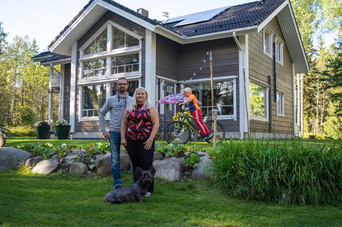 Oma aurinkovoimala, Haahtisen perhe