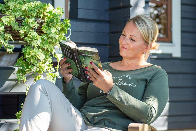 Laura on intohimoinen lukija, mutta viime aikoina se on vähän jäänyt kiireen vuoksi.